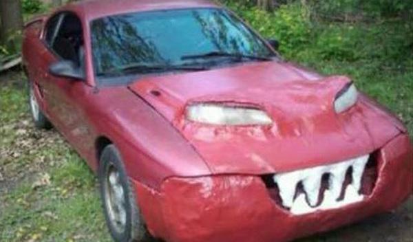 Atrocidades coches cara