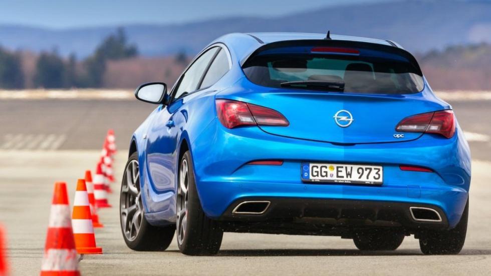 deportivos malos circuito  Opel Astra OPC zaga