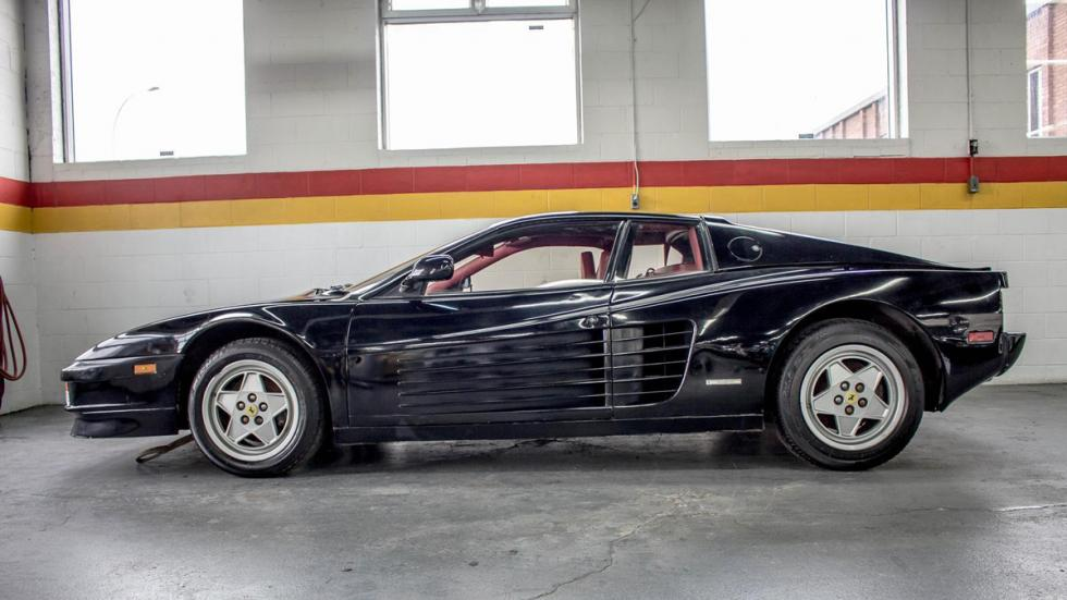Ferrari Testarossa negro