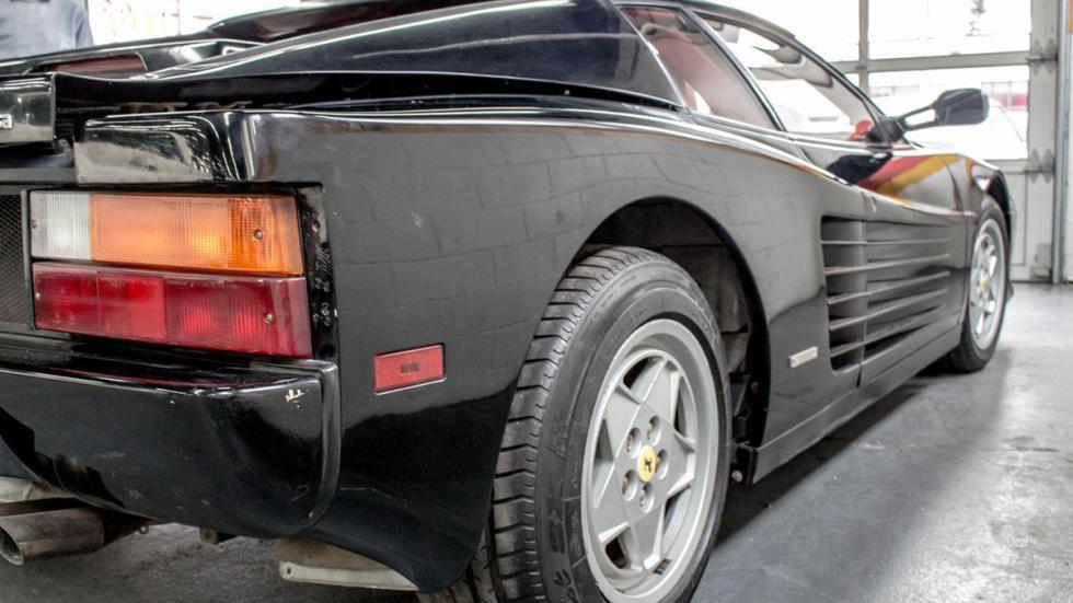 Ferrari Testarossa negro restaurar