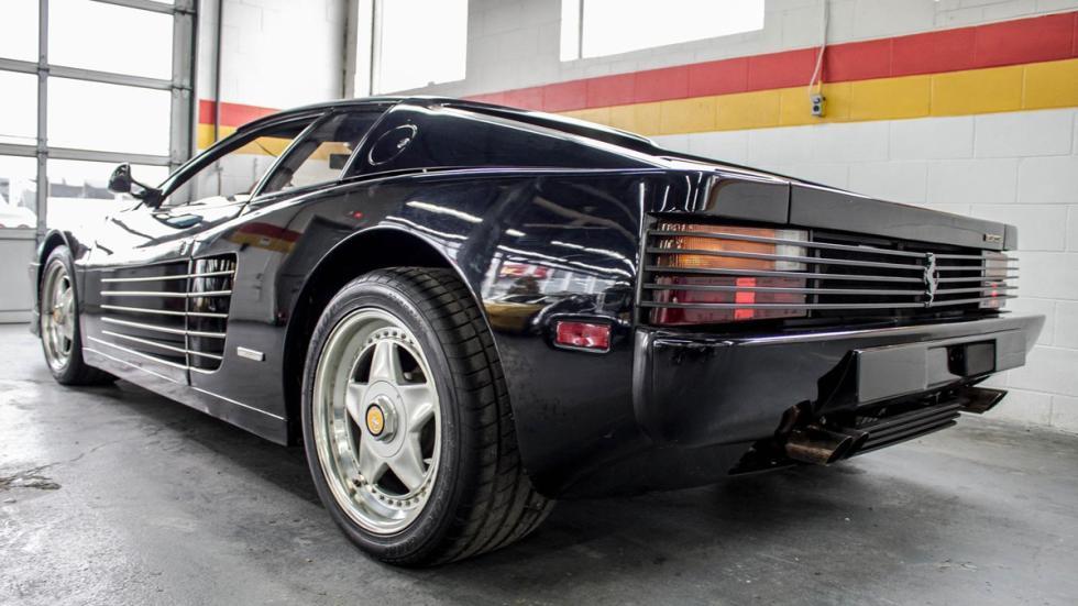 Ferrari Testarossa negro restaurar trasera