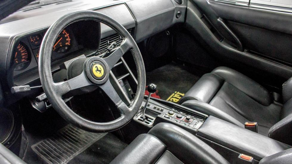 Ferrari Testarossa negro restaurar interior