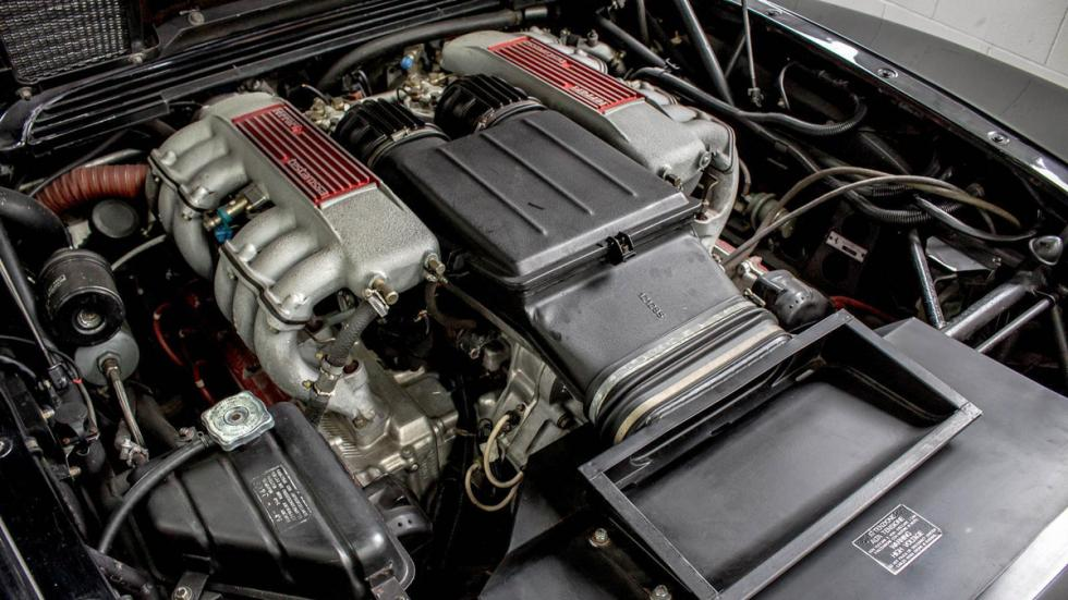Ferrari Testarossa negro restaurar motor