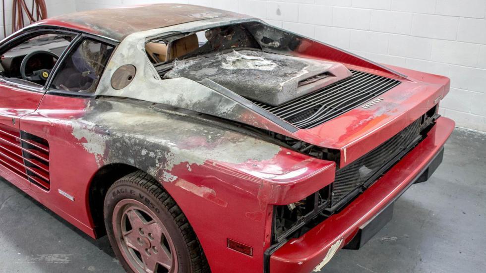 Ferrari Testarossa quemado restaurar trasera