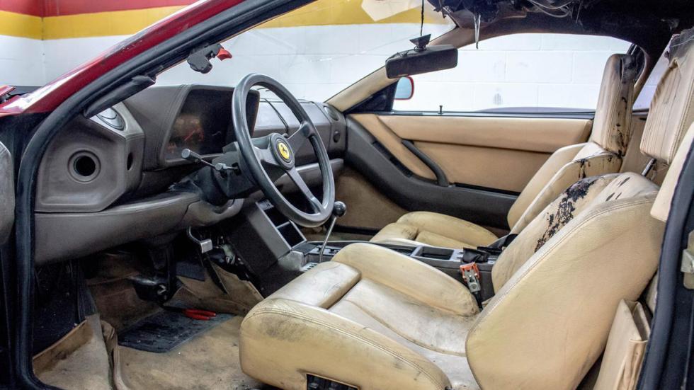 Ferrari Testarossa quemado restaurar interior