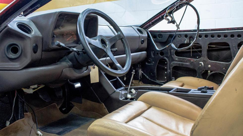 Ferrari Testarossa accidente restaurar interior