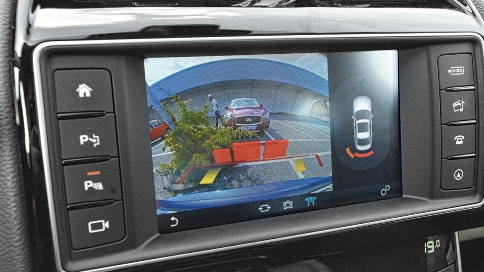 Jaguar-XE-200-pantalla-camara