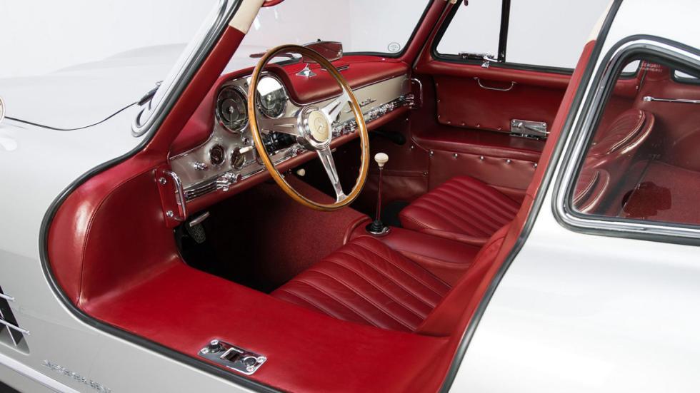 Mercedes 300 SL plata interior rojo