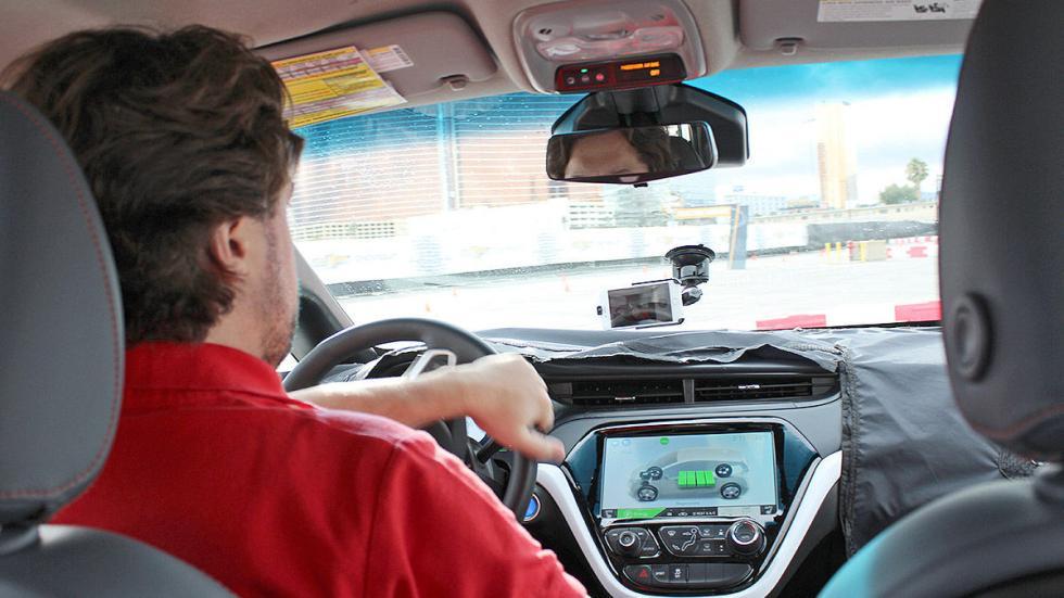 Primera prueba: Chevrolet Bolt EV eléctrico pantalla redactor