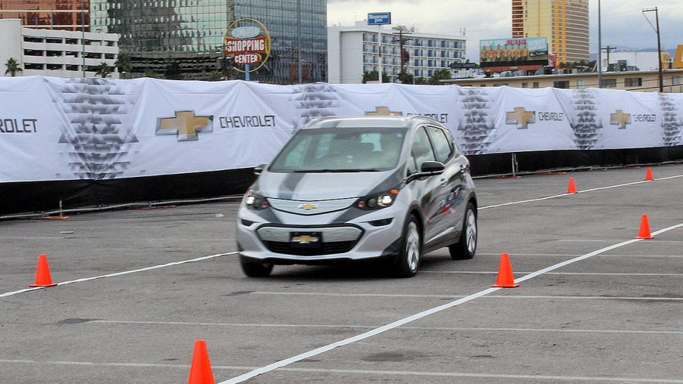 Primera prueba: Chevrolet Bolt EV eléctrico conos morro