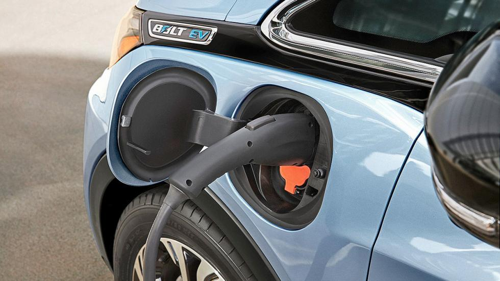 Primera prueba: Chevrolet Bolt EV eléctrico detalle enchufe