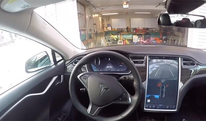 Tesla aparca solo en garaje 2