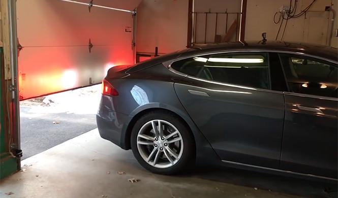 Tesla aparca solo en garaje 5