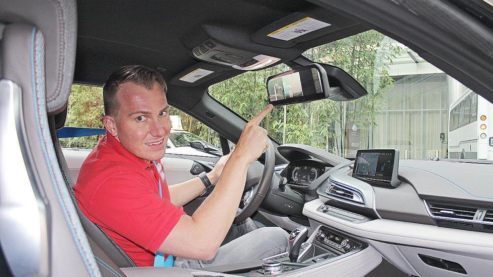 BMW i8 Mirrorles interior