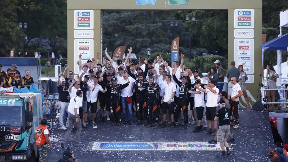 equipo-iveco-celebra-podio