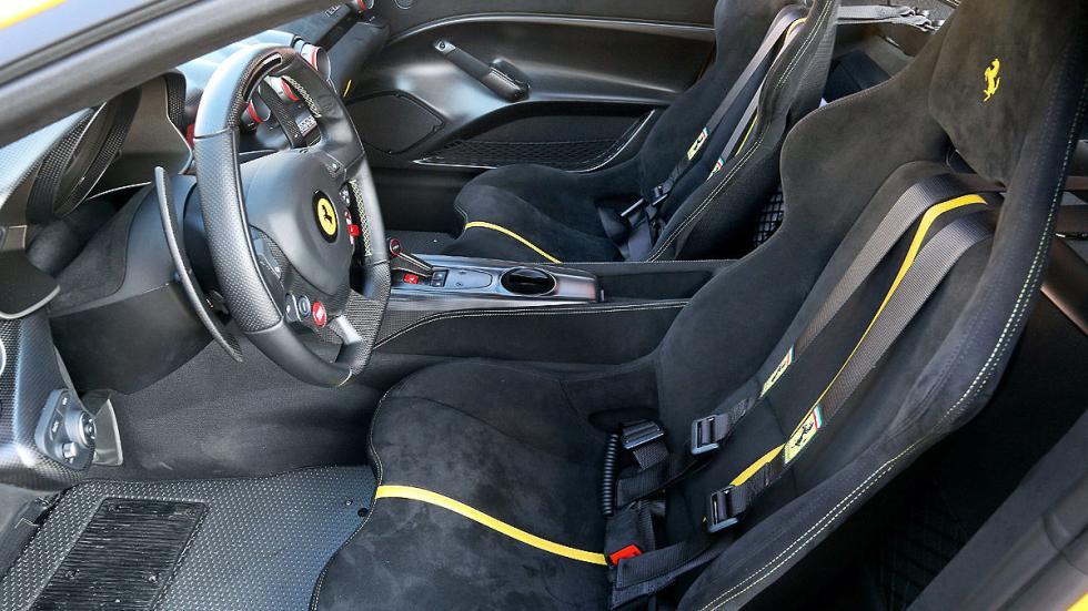 Ferrari F12 tdf  asientos