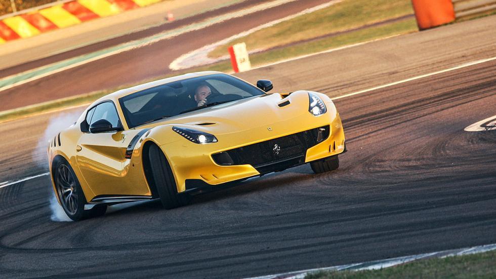 Ferrari F12 tdf  curva