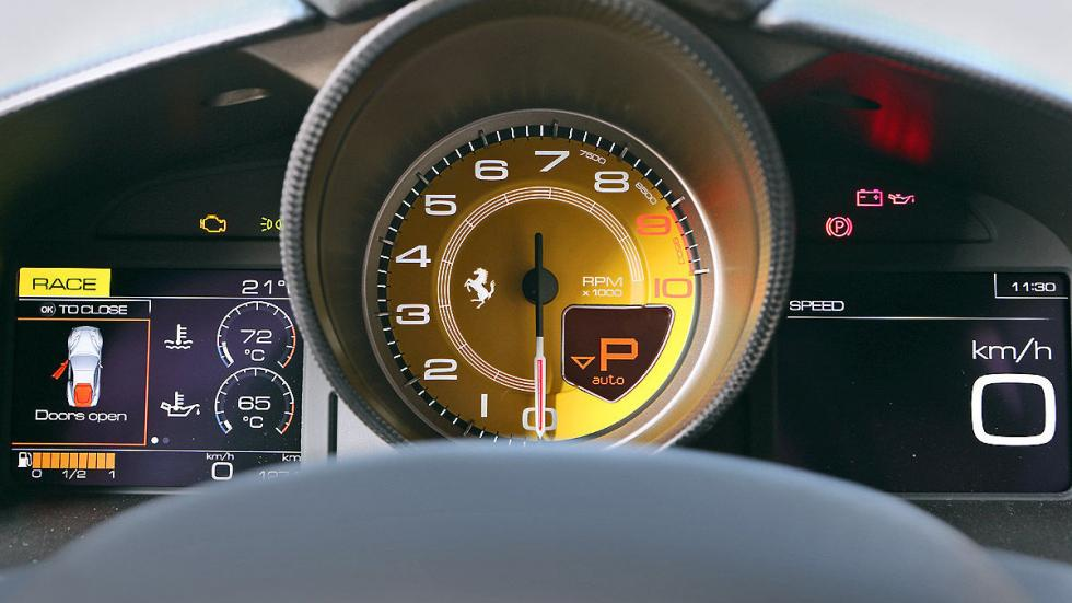 Ferrari F12 tdf velocímetro