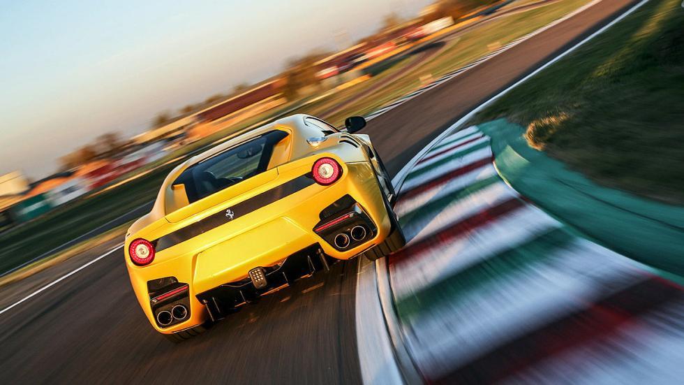 Ferrari F12 tdf circuito