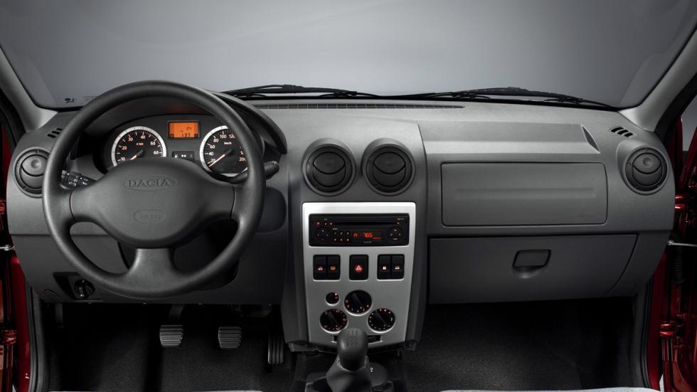 Dacia Logan I interior