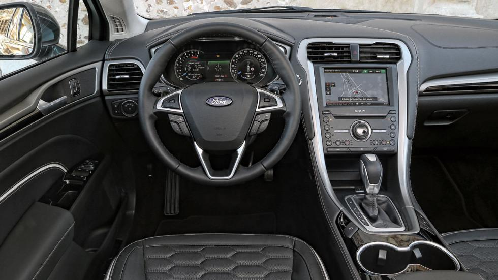 Ford Mondeo SW Vignale interior