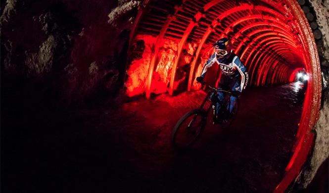 primer descenso subterráneo del mundo en bici5