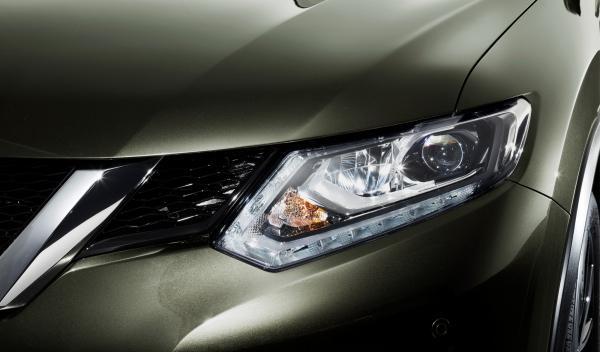 Nuevo Nissan X-Trail 2014 detalle ópitca delantera