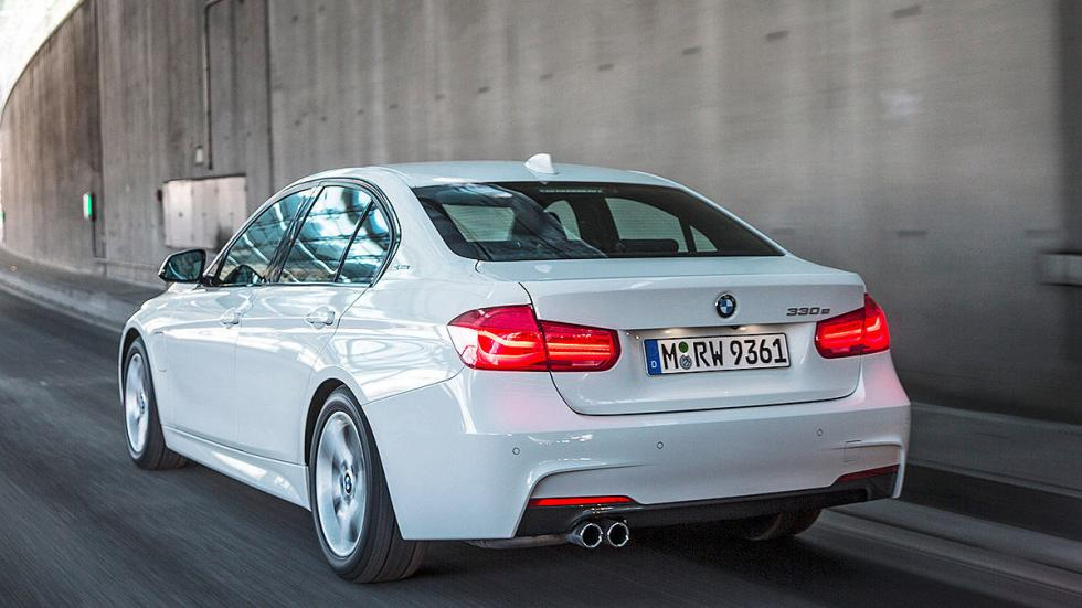 BMW 330e zaga