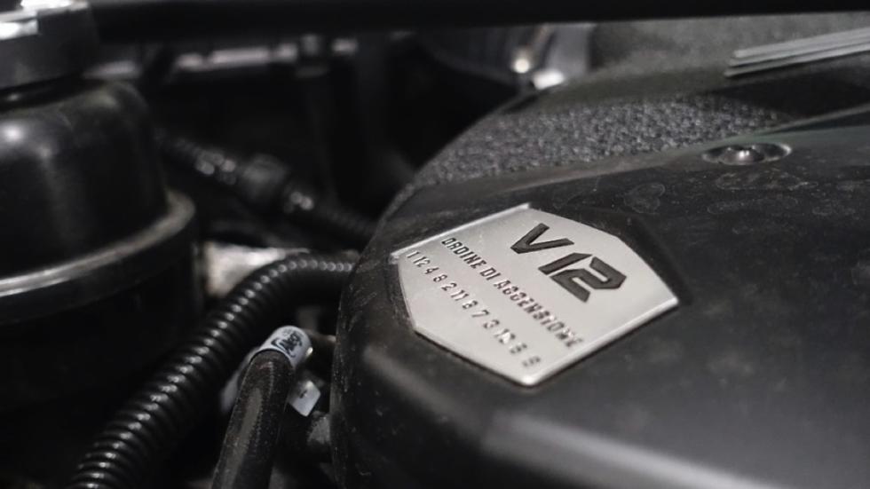 Lamborghini Aventador SV motor