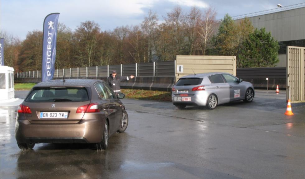 Peugeot 308 en el centro de pruebas de Belchamp