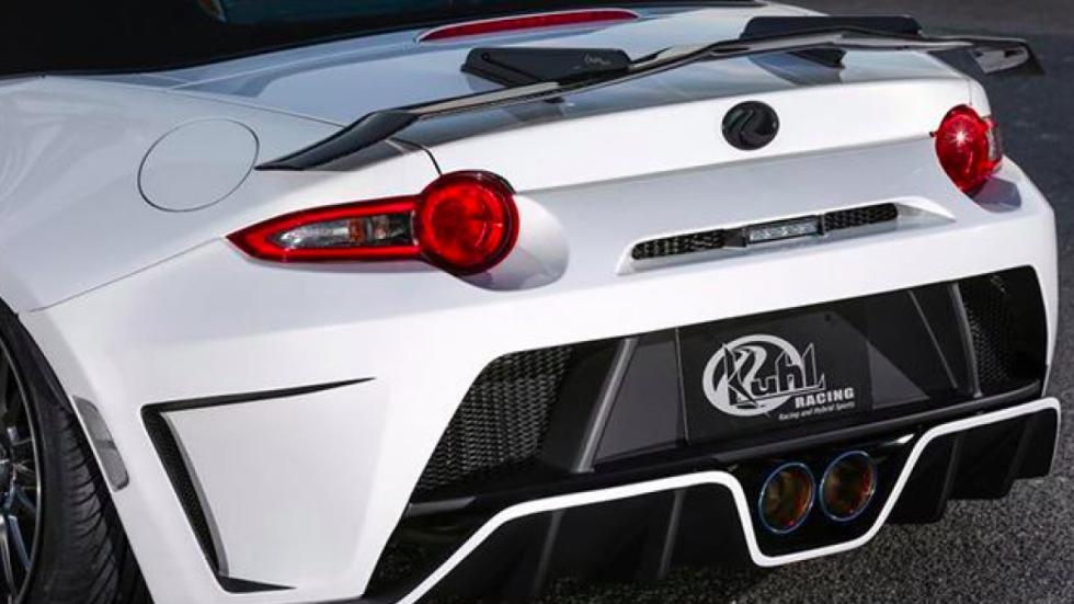 Mazda MX-5 Kuhl Racing escape