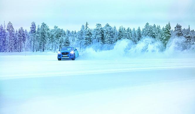Mourinho Jaguar F-Pace hielo 5
