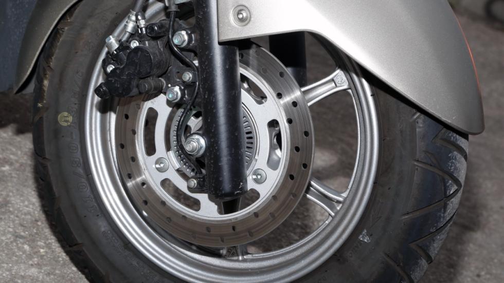 Prueba-Suzuki-Burgman-125-ABS-frenos-disco
