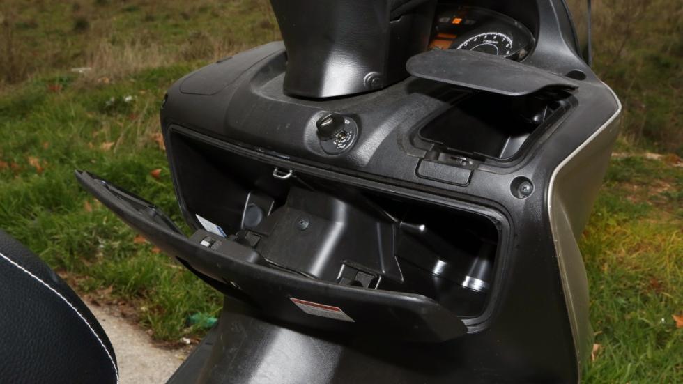 Prueba-Suzuki-Burgman-125-ABS-guantera