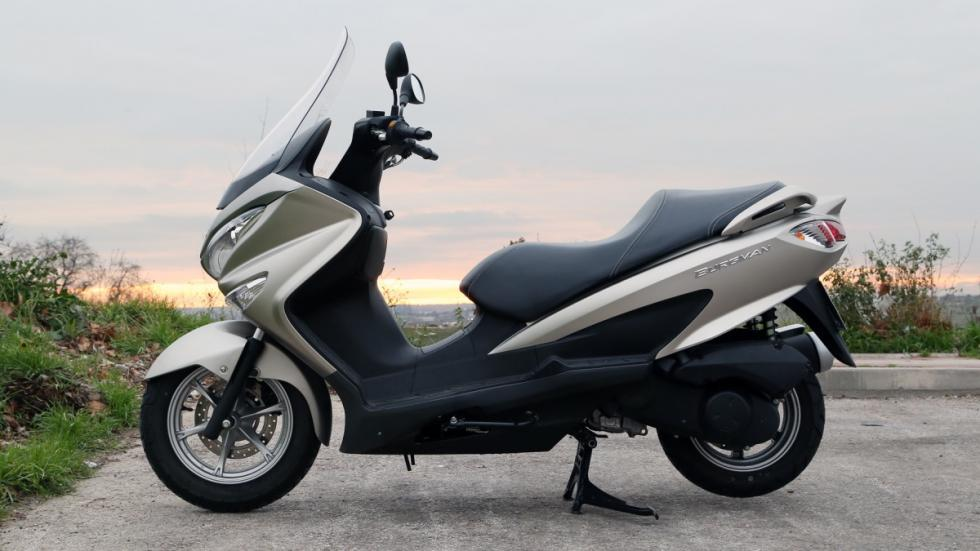 Prueba-Suzuki-Burgman-125-ABS-lateral-estática