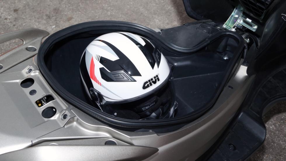 Prueba-Suzuki-Burgman-125-ABS-maletero