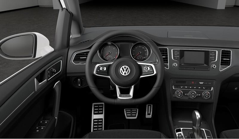 VW Golf Sportsvan R-Line interior