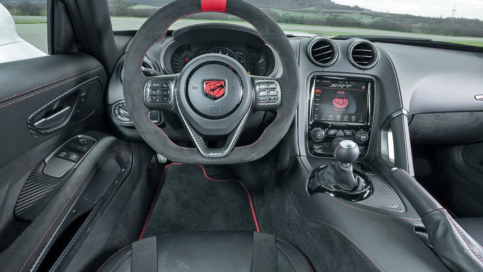 Dodge Viper ACR estática interior