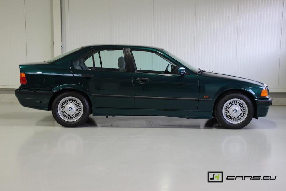 El BMW 320i E36 de 1995 lateral