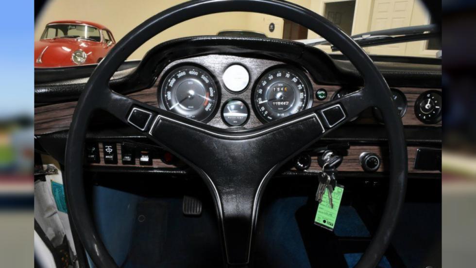 Volvo 1800ES volante