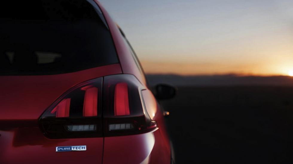 Peugeot 2008 2017 faro trasero