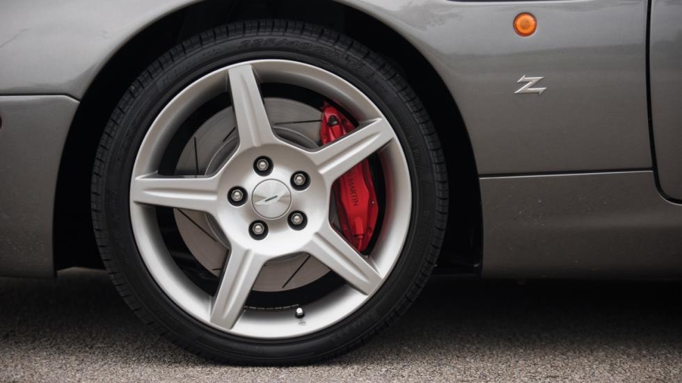 ruedas Aston Martin DB AR1