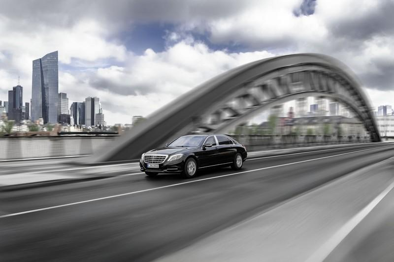 Mercedes-Maybach S600 Guard tres cuartos delanteros