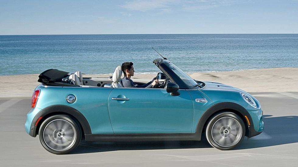 Mini Cooper S Cabrio lateral frontal descapotado
