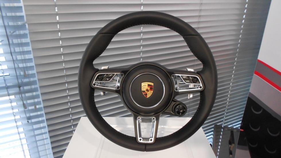 Volante del Porsche 718 Boxster