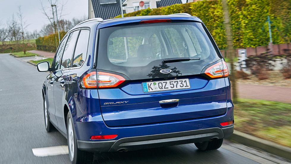 16 Volkswagen Sharan vs Ford Galaxy