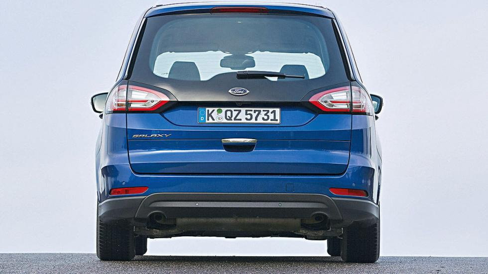 19 Volkswagen Sharan vs Ford Galaxy