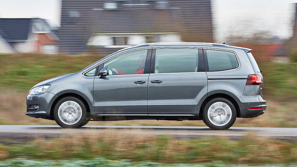 22 Volkswagen Sharan vs Ford Galaxy