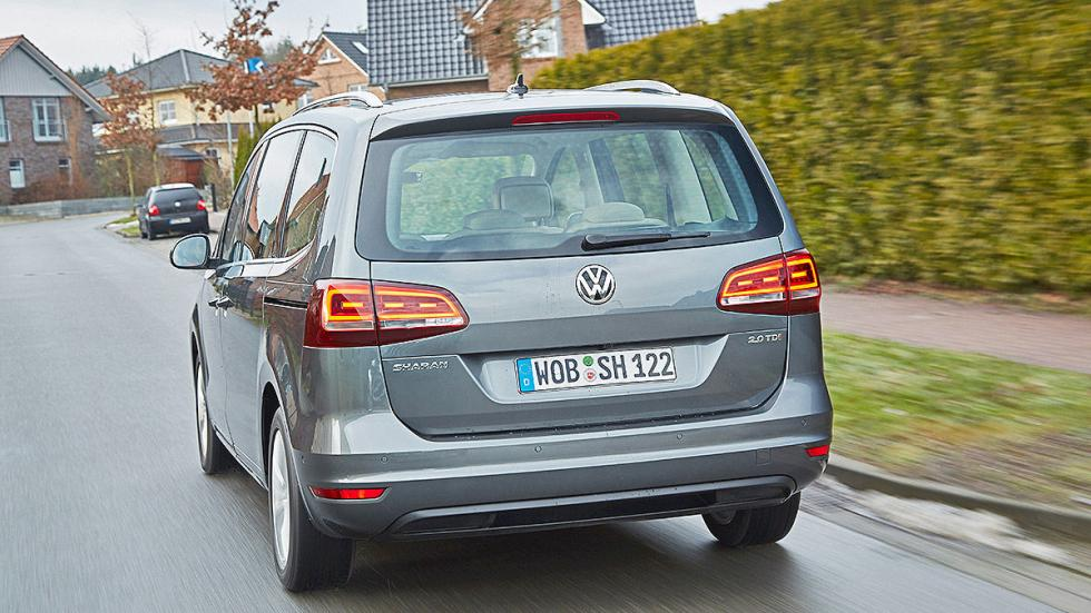 23 Volkswagen Sharan vs Ford Galaxy