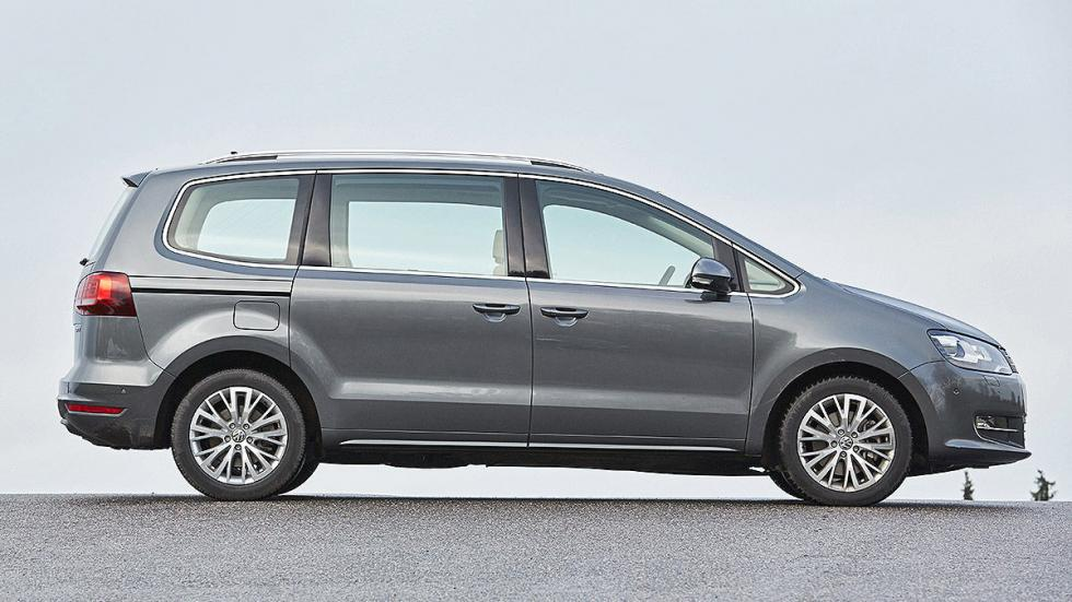 26 Volkswagen Sharan vs Ford Galaxy